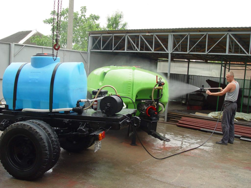 Пластиковый резервуар на 750 л (МН 750 ВФК2) , для перевозки технической воды
