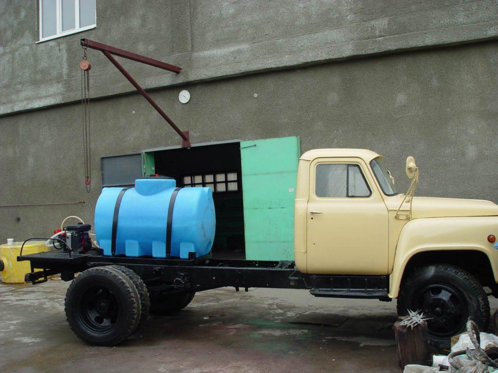 Полиэтиленовая емкость на опорах , объемом 1000 л ( МН 1000 ВФК2) , для перевозки технической воды