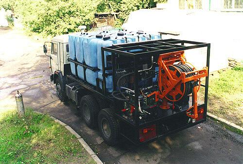 Полиэтиленовый баки на 2000 литров ( Т 2000 КЗ) , для транспортировки технической воды на спец автомобиле для промывки канализационных коллекторов под давлением