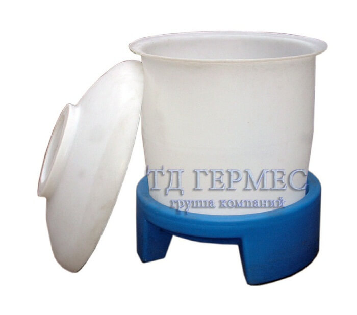 Пластиковый бак 660 л с подставкой (660ГП) 1