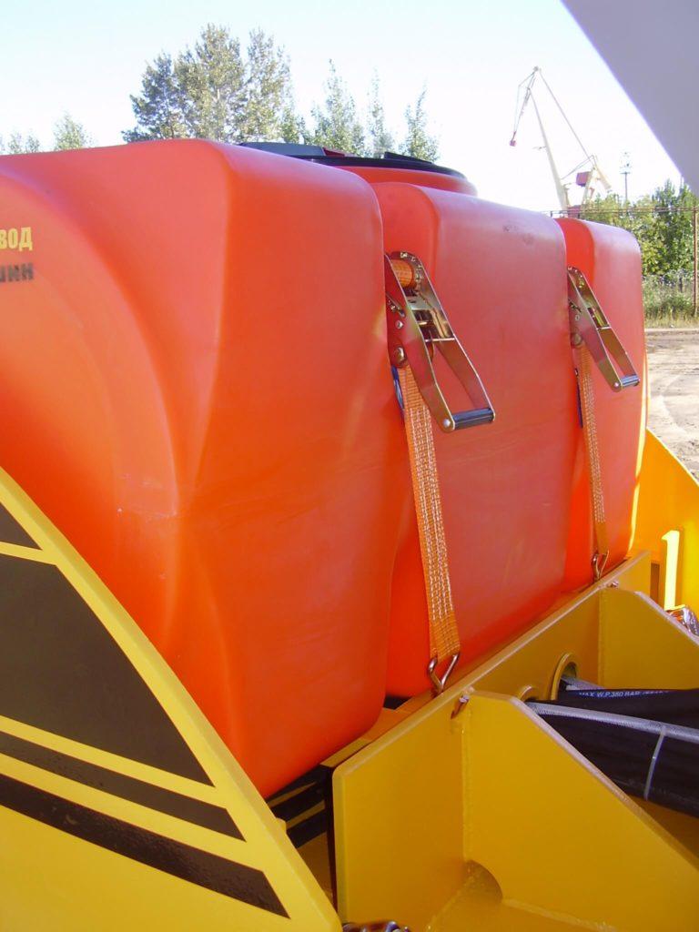Бак пластиковый на 500 л (Т 500 ГФК2) для асфальтоукладчика