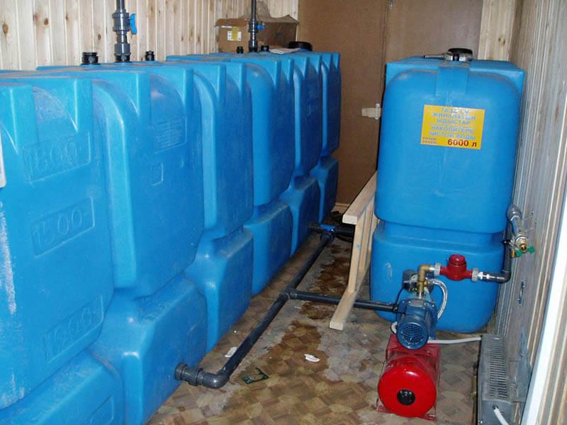 Пластиковые емкости на 1500 литров Т1500 ВФК2, запас питьевой воды для коттеджа объемом 6000 литров , соединения 4-х емкостей в батарею и подключения к насосной станции