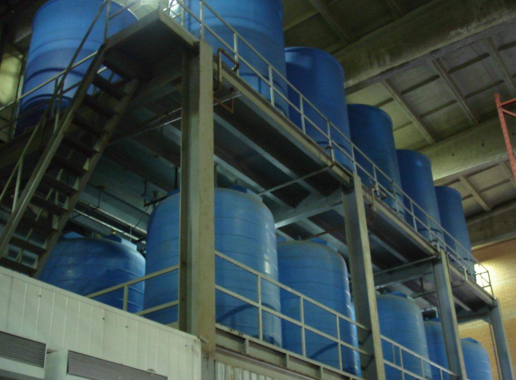 Пластиковые резервуары на 8 м³ ( 8000 ВФК2) и на 5 м³ (5000 ВФК2) , для водоподготовки бумкомбината