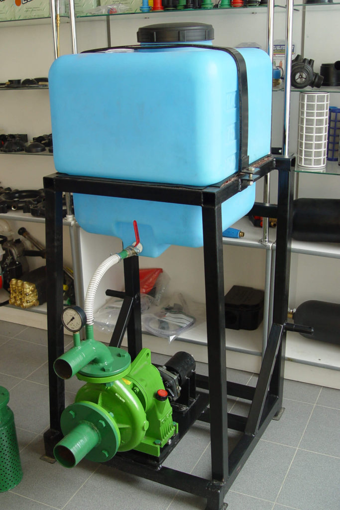 Пластиковый бак на 120 л ( 120 ЕК ) , для подпитки центрабежного насоса