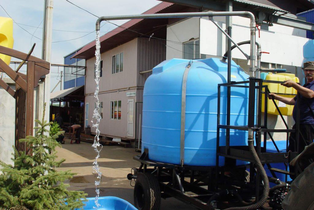 Пластиковый бак на 3000 л (3000 ВФК2 ) для приготовления тузлука для соления рыбы