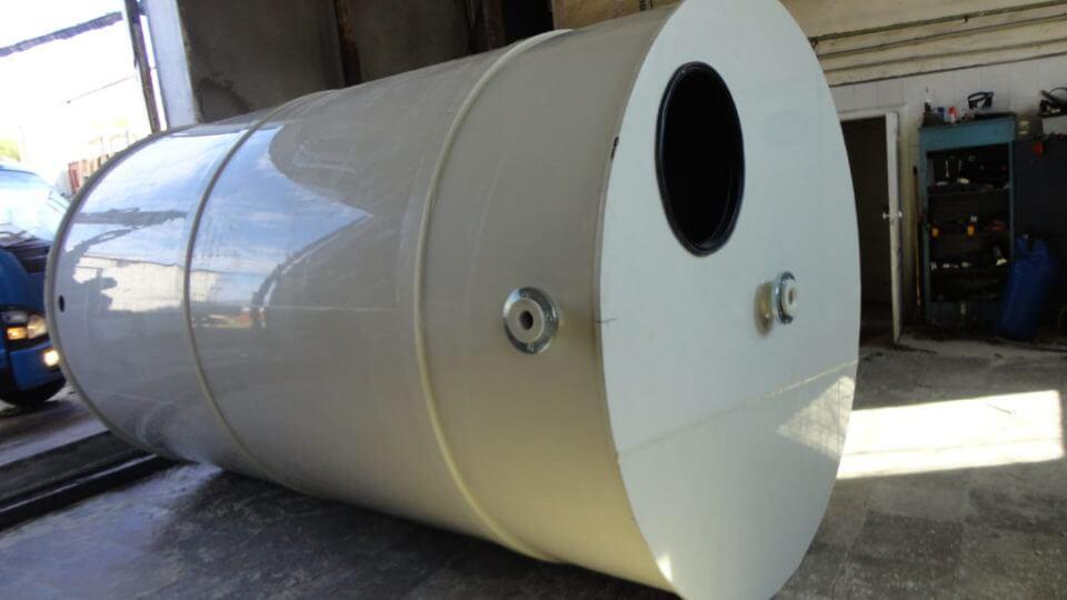 Фото №1. Емкости из ПП Ø 1500 Н 4500 мм на 8 м³ для питьевой воды. (Вид 1)
