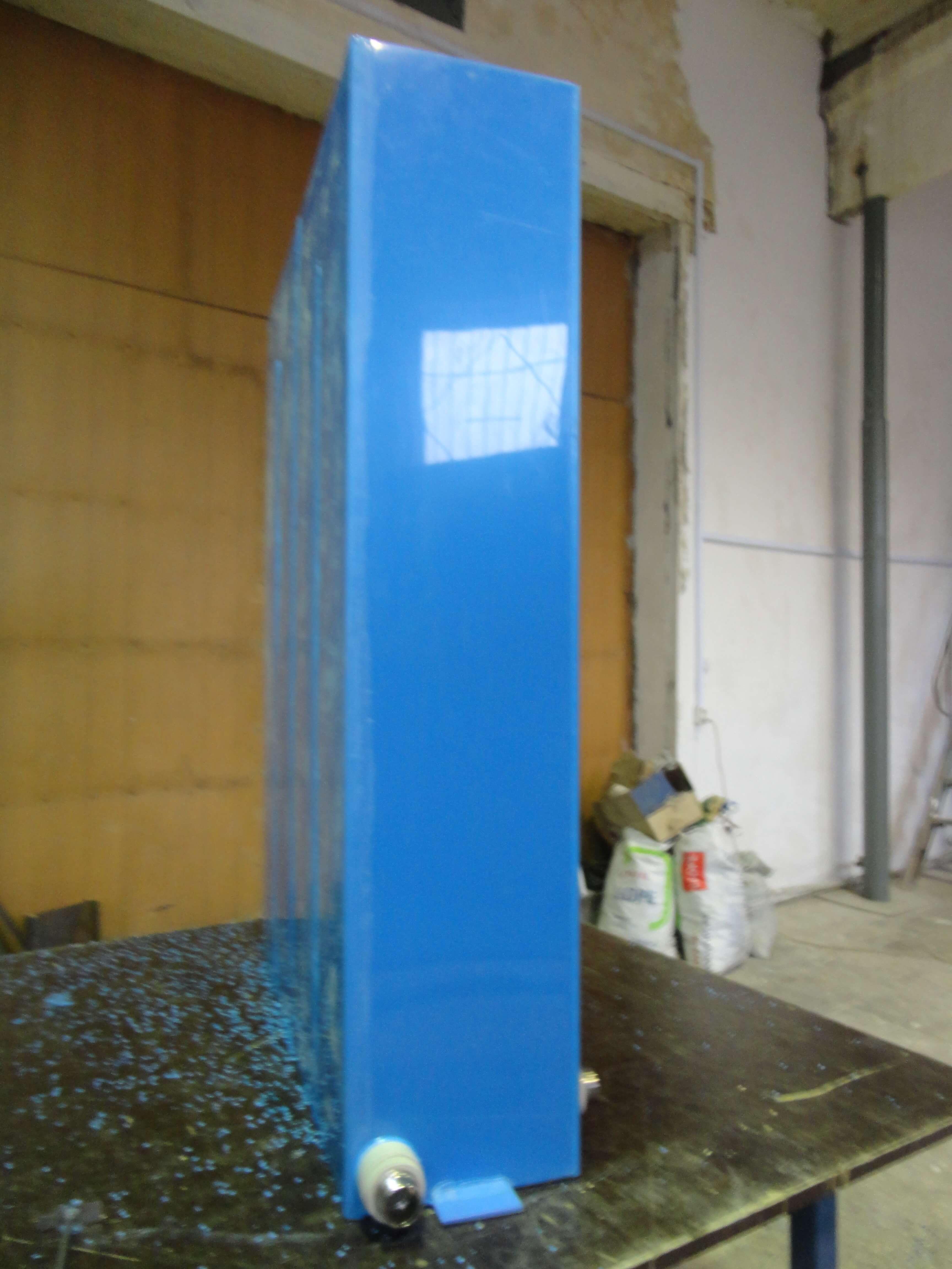 Фото №1. Емкость из синего ПП для питьевой воды. (Вид 1)
