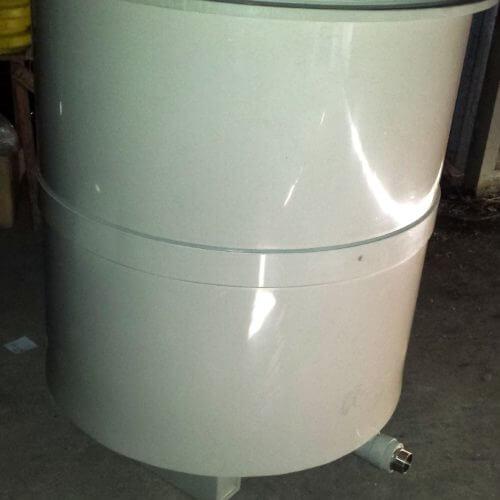 Емкость для хранения и утилизации отработанного масла в автосервисе