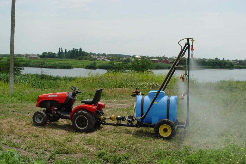 Горизонтально цилиндрическая емкость на опорах , объемом 1000 литров ,( МН 1000 ВФК2) , для опрыскивания сельхозкультур