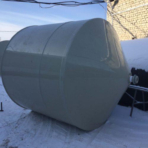 Емкость 16 м³ с коническим дном из пластика с подставкой