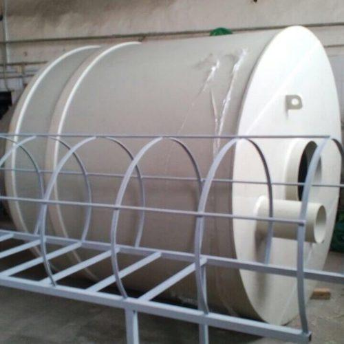 Пластиковый бункер объемом 8,5 м³ с подставкой и лестницей