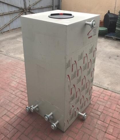 Фото №1. Емкости для горячей воды из ПП 1000х1000х2000. (Вид 1)