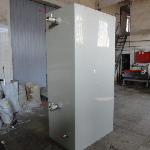 Прямоугольная пластиковая емкость с внутренним конусом и  утеплением (Germes-Plast-П 2400 ПП УТ БДС)