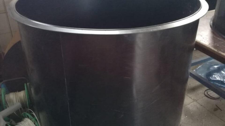 Пластиковая вставка в металлическую трубу